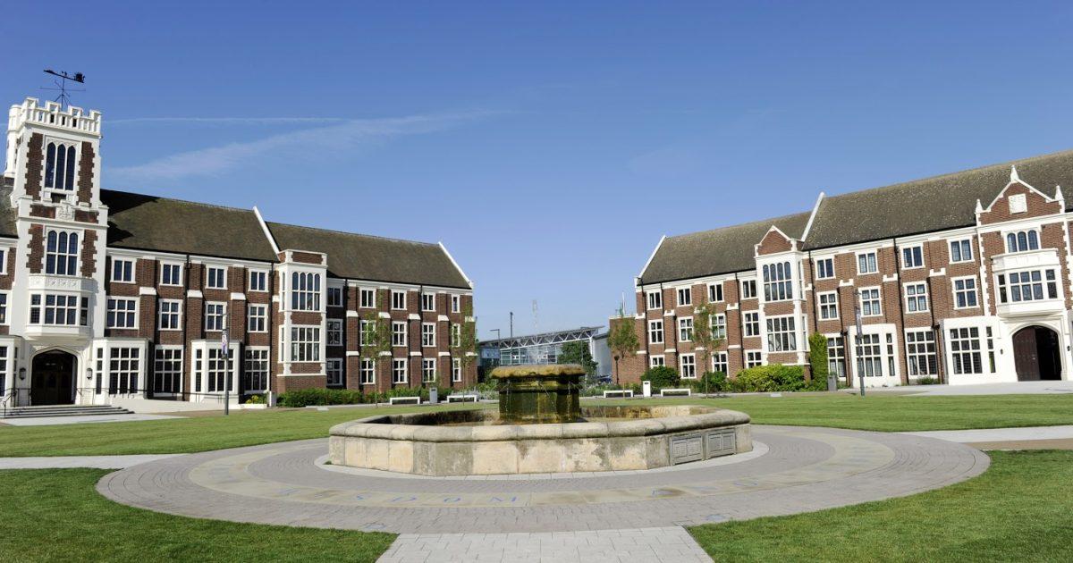 Top những trường đại học có học phí đắt đỏ nhất vương quốc Anh